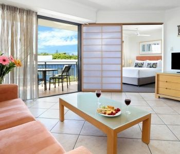 One-Bedroom-Deluxe-Caloundra-Accommodation-1