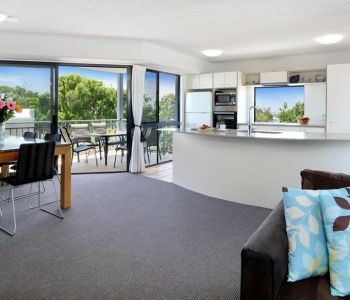 Three-Bedroom-Deluxe-Caloundra-Accommodation-2