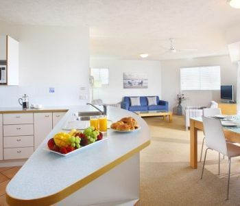 Two-Bedroom-Caloundra-Accommodation-2